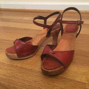 Vintage 70's wooden heel sandals